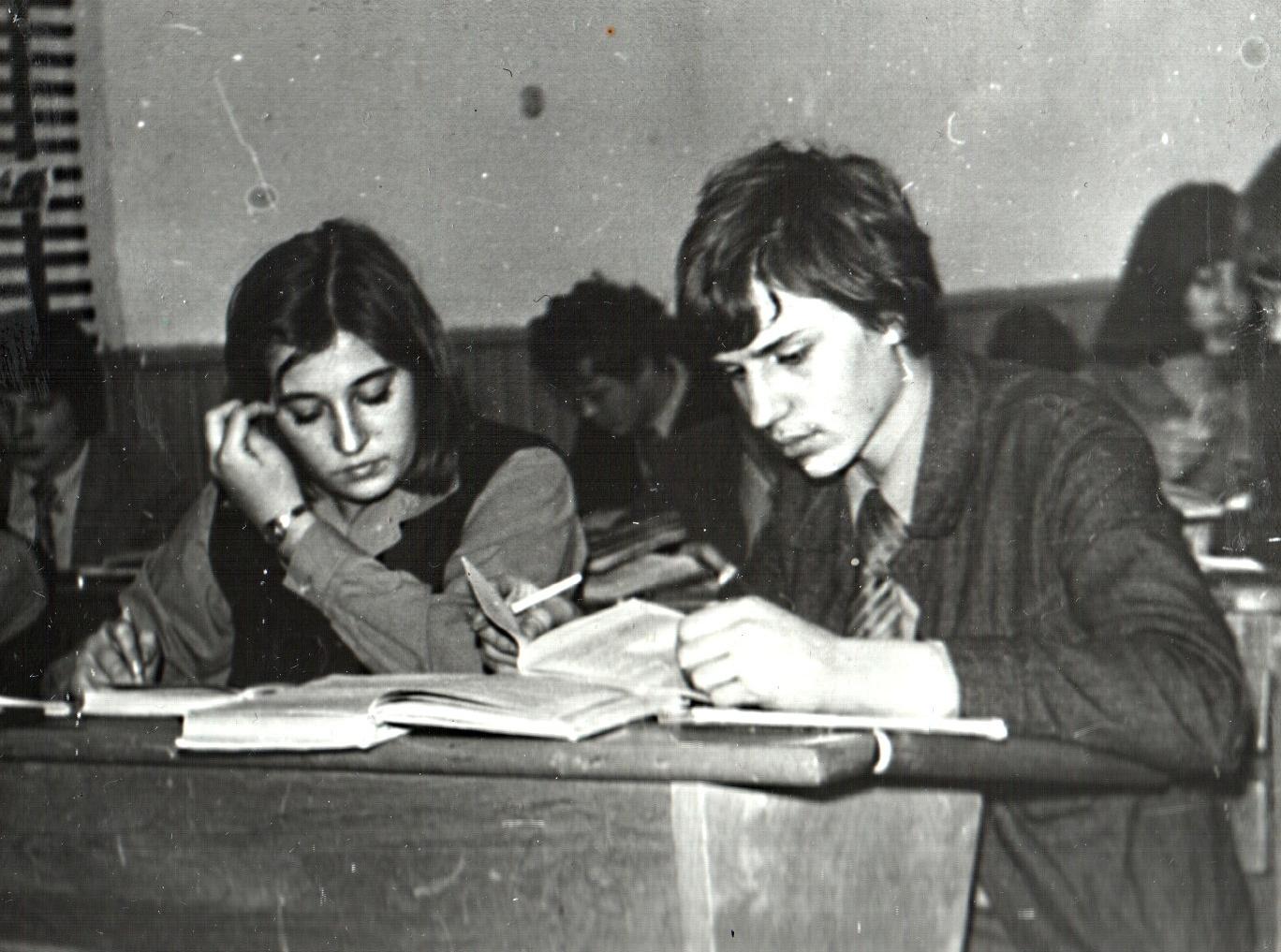 1983g-10a-19