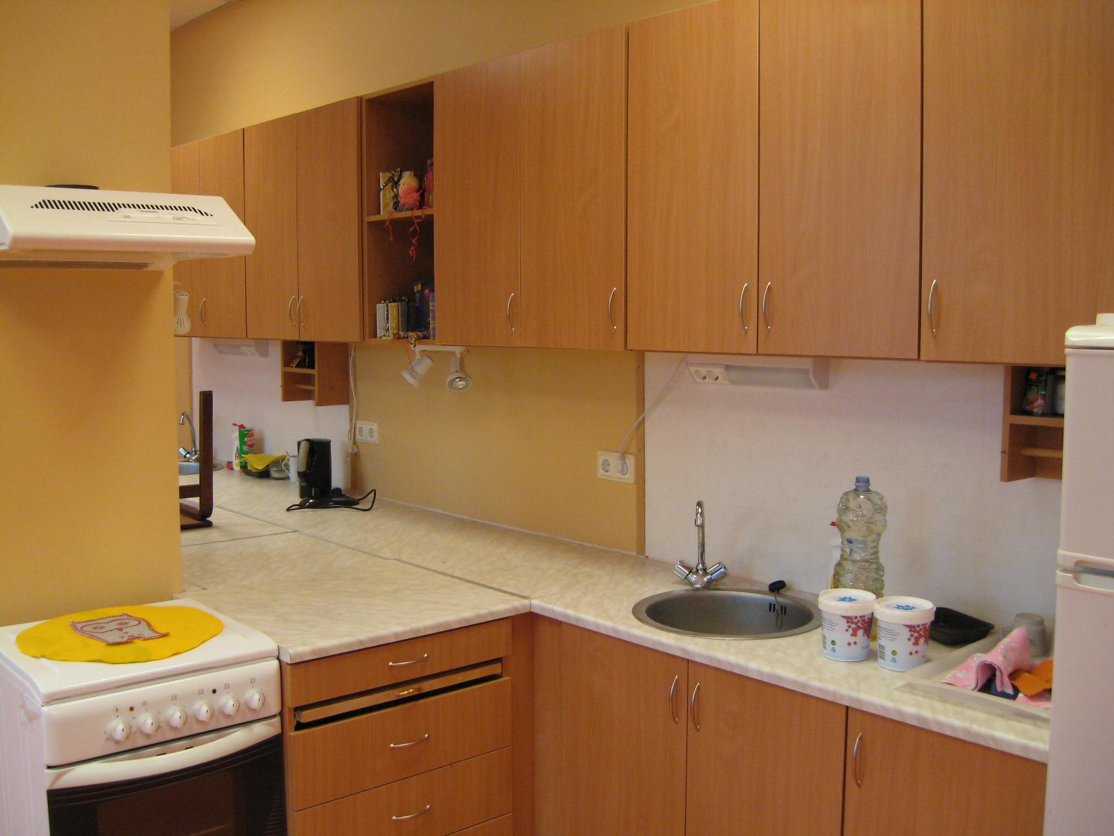 Фото дизайн кухни с вентиляционным коробом